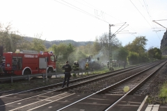 Flächenbrand in Leutesdorf erfordert Sperrung der rechtsrheinischen Bahnlinie. (Foto FW VG Bad Hönningen)